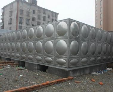富源北路旁——不锈钢水箱