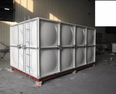 盘县红果冯家庄高铁站前广场——长方体银色玻璃钢水箱